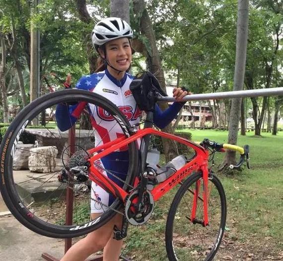 骑车旅行时,有辆轻便、灵敏、可靠的自行车是最重要的。