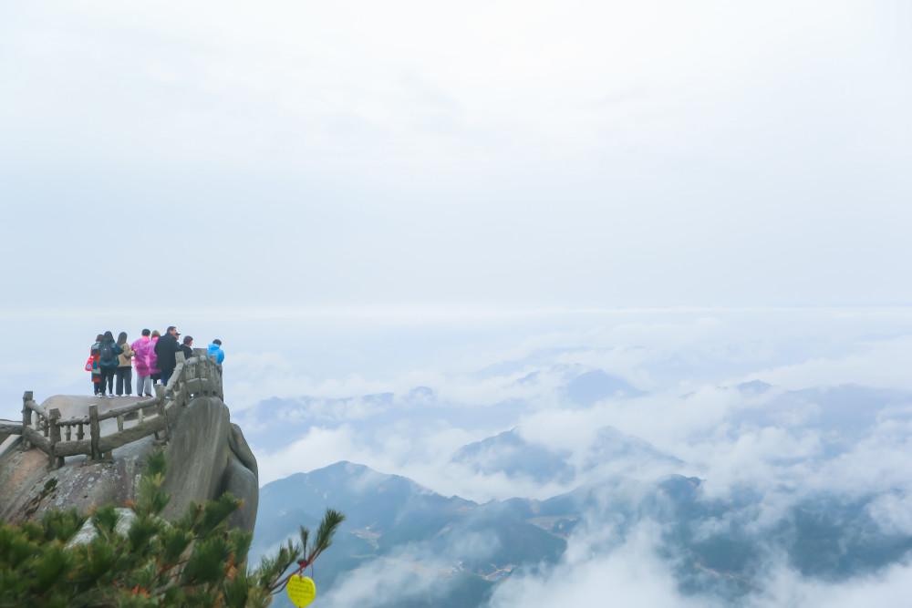安徽一座景色绝美的山峰,拥有云海奇松壮景,不是黄山而是天柱山..